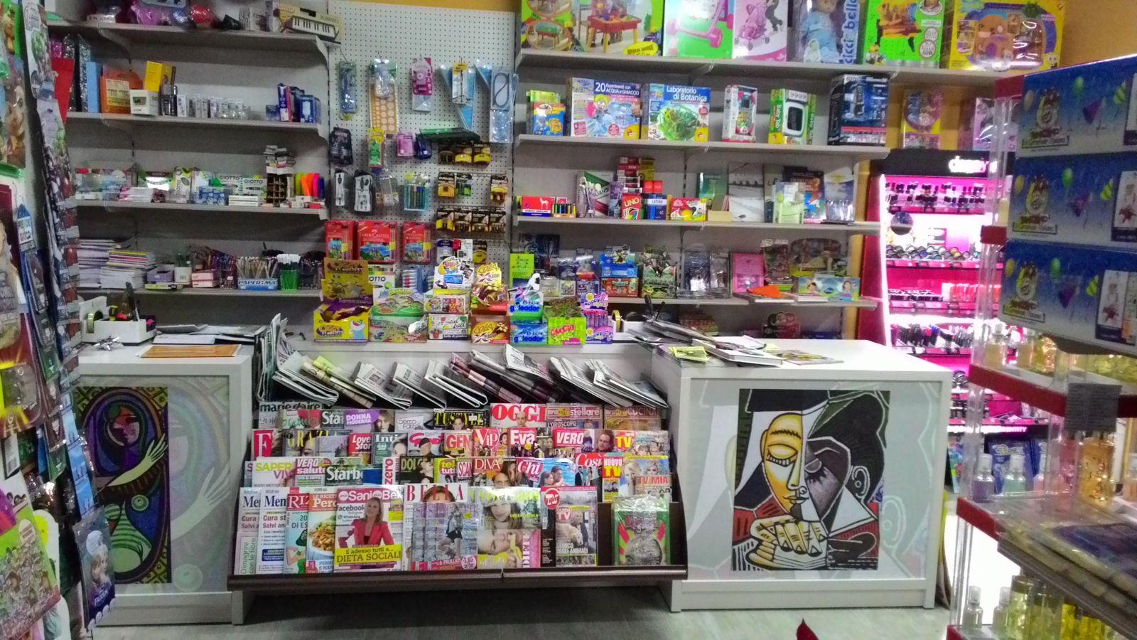 Tabacchi edicola negozi tabacchi edicola for Arredamento edicola